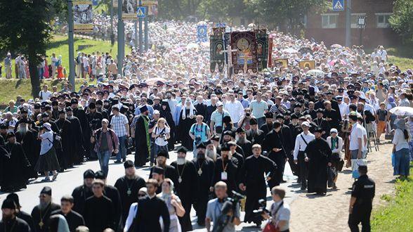Крестный ход из г. Хотьково в Сергиев Посад завершился Патриаршим молебном на Благовещенском поле | МОО «Союз православных женщин»