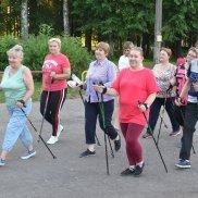 У пожилых людей города Рудня появилась возможность заниматься скандинавской ходьбой (Смоленская область) | МОО «Союз православных женщин»
