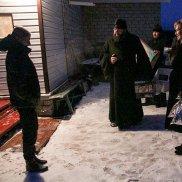 Рождественские подарки для многодетной семьи, лишившейся дома | МОО «Союз православных женщин»