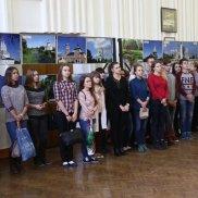 9 октября экспозиция фотовыставки «Храмоздатели Руси» развернулась в стенах Смоленского государственного медицинского университета | МОО «Союз православных женщин»