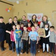 Воспитанники школы-интерната для слабовидящих детей получили в подарок рельефные иконы   МОО «Союз православных женщин»