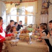 «Патриарший Знак Материнства» вручен ярцевчанке, воспитавшей 19 детей | МОО «Союз православных женщин»