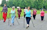 У пожилых людей города Рудня появилась возможность заниматься скандинавской ходьбой (Смоленская область)