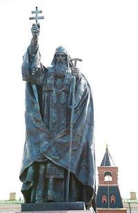 Памятник священномученику Ермогену, патриарху Московскому и всея России, открыт в Александровском саду Московского Кремля